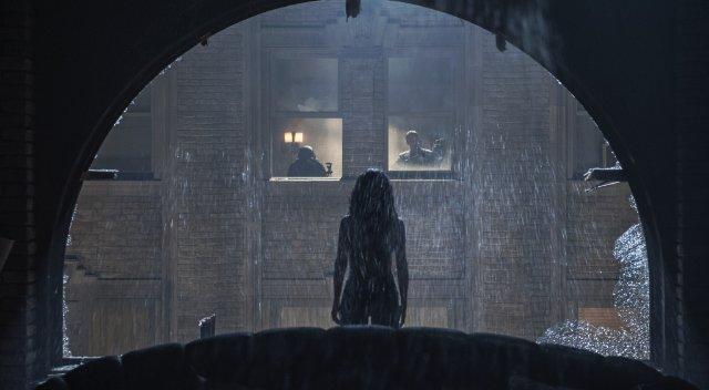 Everly: Salma Hayek in una suggestiva immagine del film