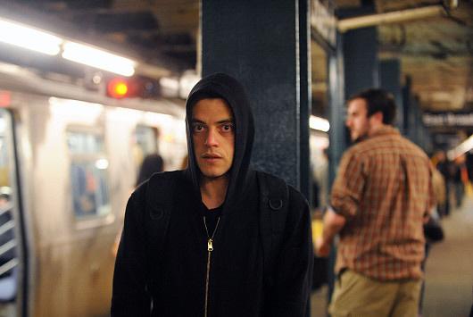 Mr. Robot: Rami Malek in metropolitana