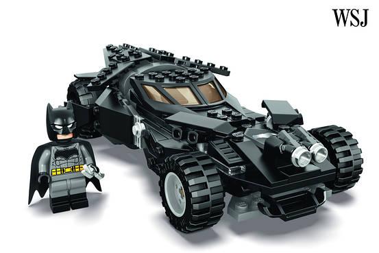 Batman v Superman: Dawn of Justice - un'immagine della Lego Batmobile