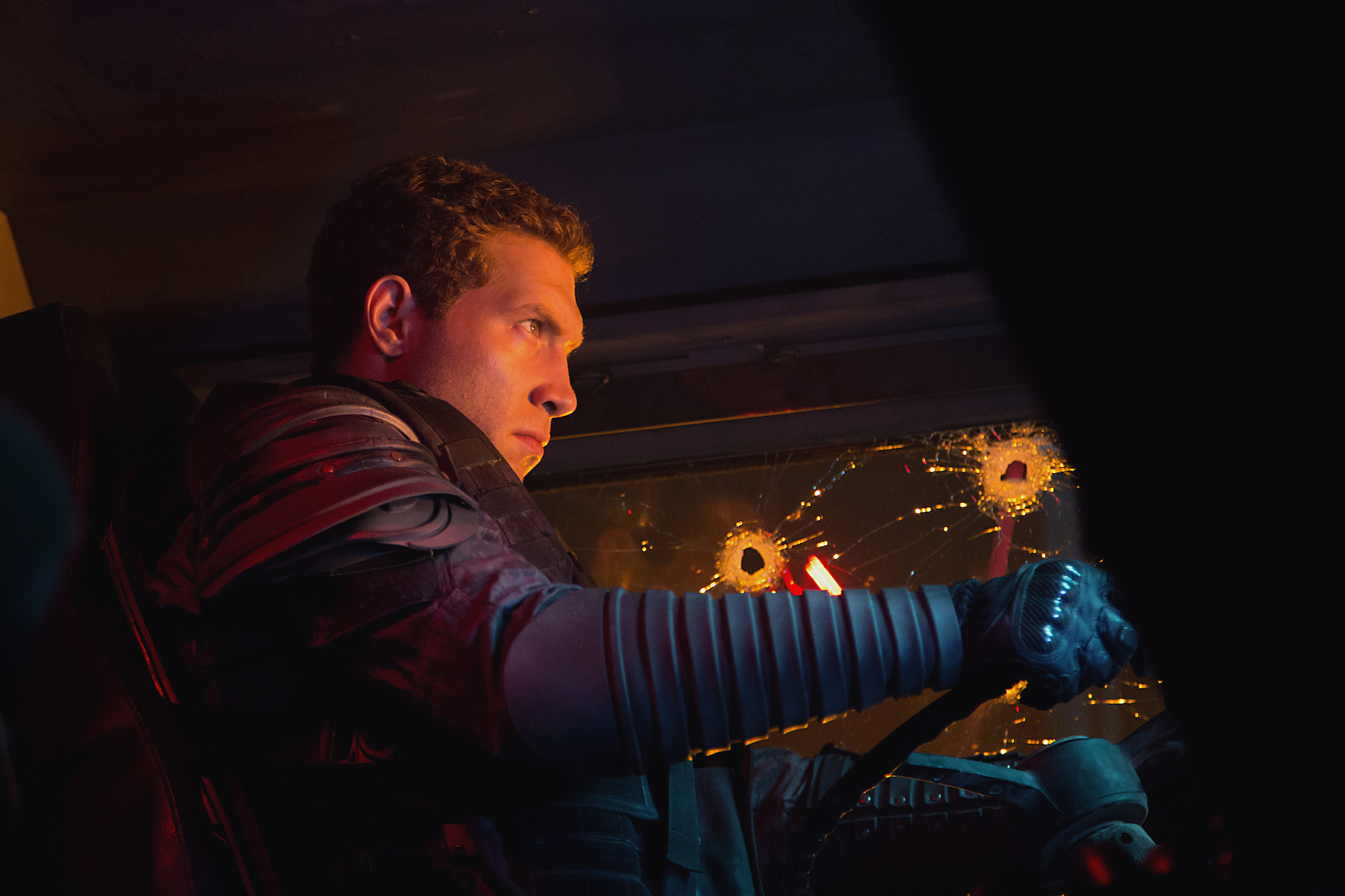 Terminator: Genisys, Jai Courtney in una scena del film fantascientifico