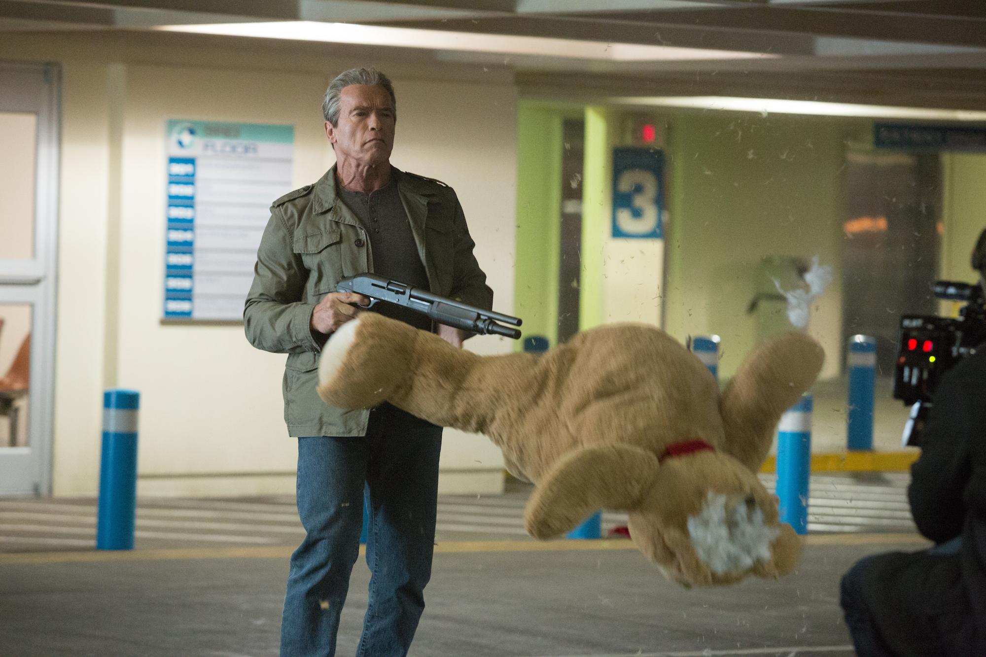 Terminator: Genisys, Arnold Schwarzenegger spietato in una scena del film