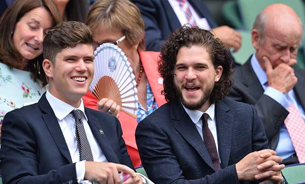 Kit Harington si diverte tra il pubblico di Wimbledon
