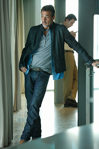 Extant: Jeffrey Dean Morgan in un'immagine dell'episodio intitolato Change Scenario