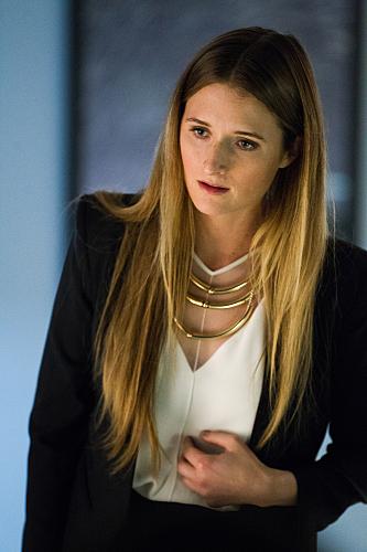 Extant: l'attrice Grace Gummer nella puntata Change Scenario