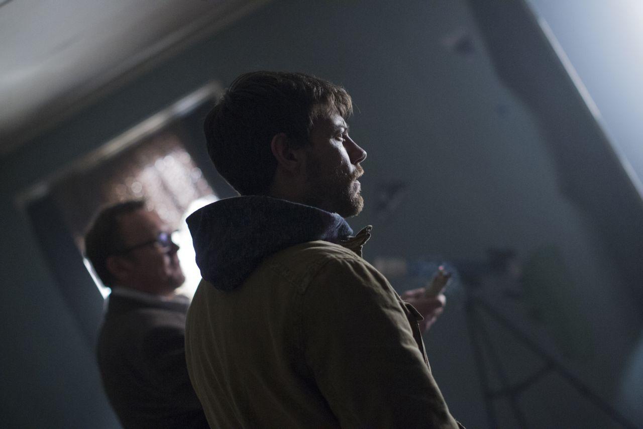 Outcast: Patrick Fugit in una scena della serie