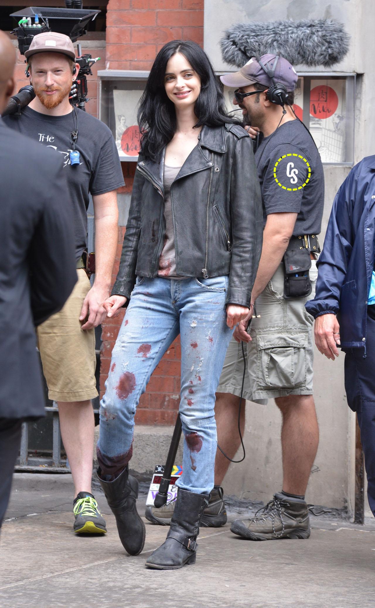 A.K.A. Jessica Jones: Kysten Ritter sul set con gli abiti macchiati di sangue