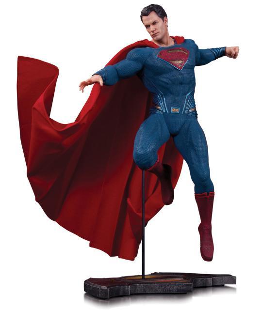 Batman v Superman: Dawn of Justice - La statuetta di Superman del San Diego Comic-Con