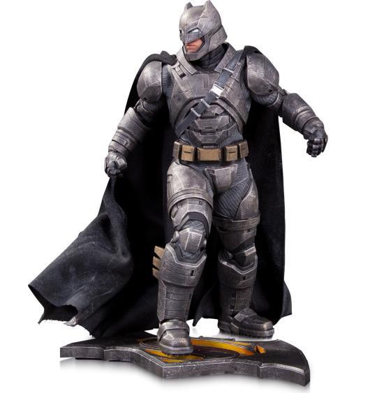 Batman v Superman: Dawn of Justice - La statuetta di Batman del San Diego Comic-Con in versione corazzata