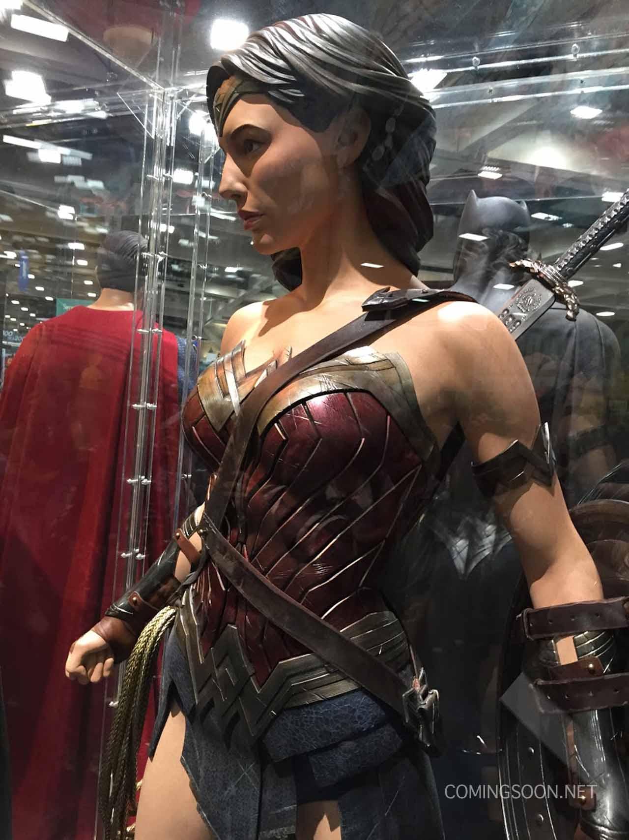 Batman v Superman: Dawn of Justice - La statua di Wonder Woman