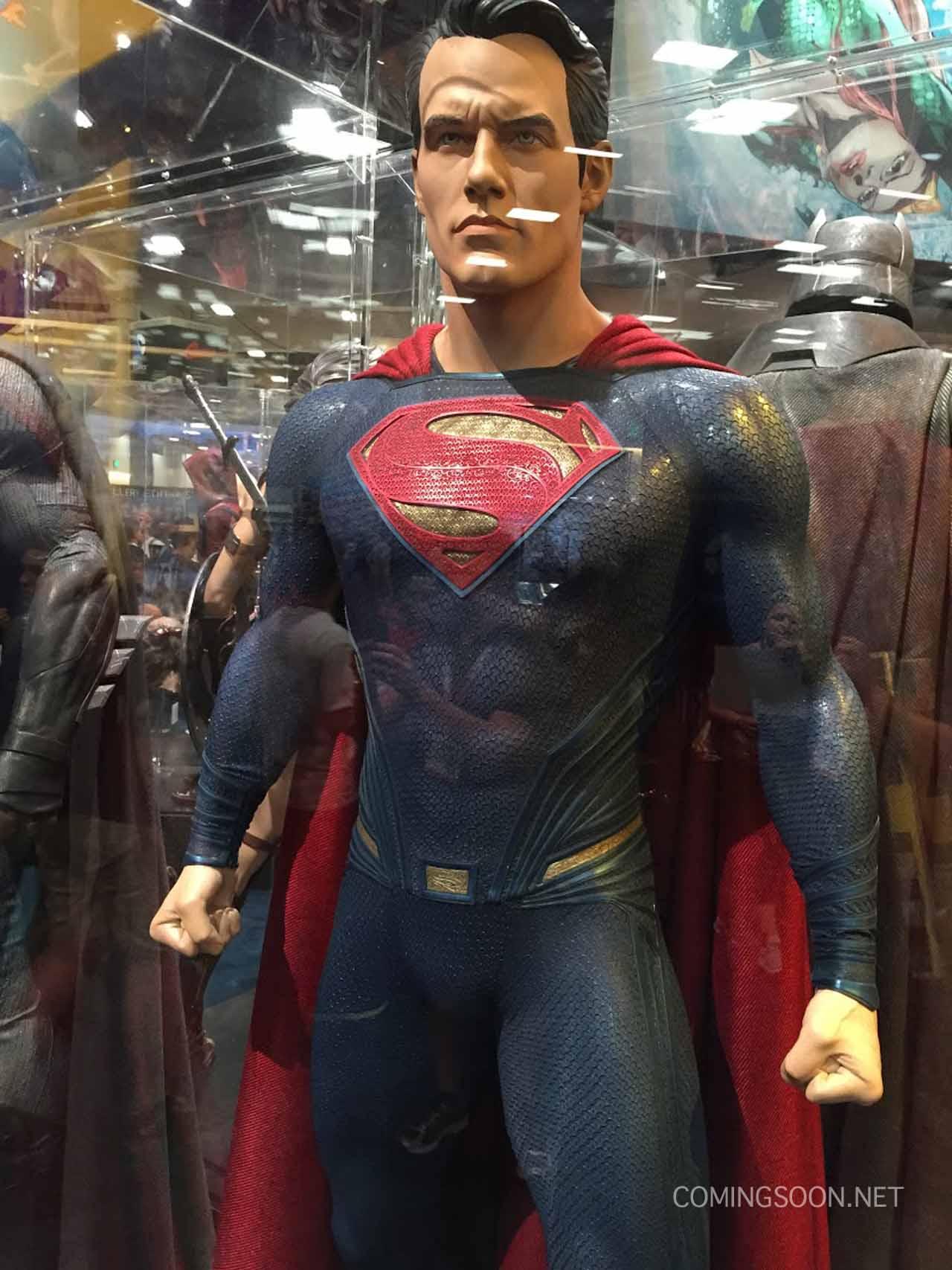 Batman v Superman: Dawn of Justice - La statua di Superman