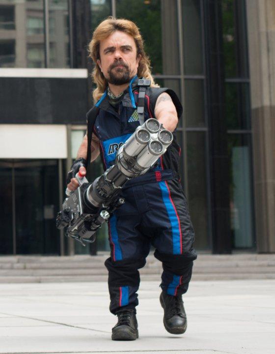 Pixels: Peter Dinklage in una scena del film