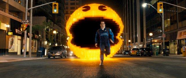 Pixels: Josh Gad in fuga da un Pac-Man gigante nel film di Chris Columbus