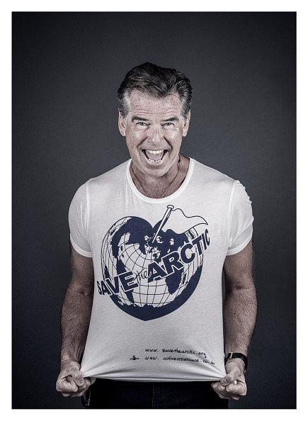 Save the Arctic: l'attore Pierce Brosnan con la t-shirt della campagna
