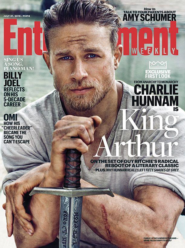 King Arthur: Charlie Hunnam sulla copertina di Entertainment Weekly
