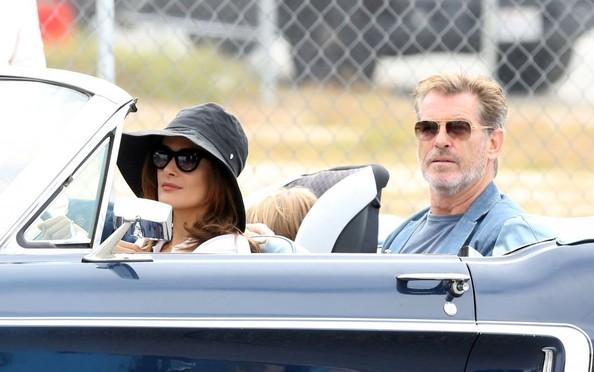 Il fidanzato di mia sorella: Salma Hayek e Pierce Brosnan in auto