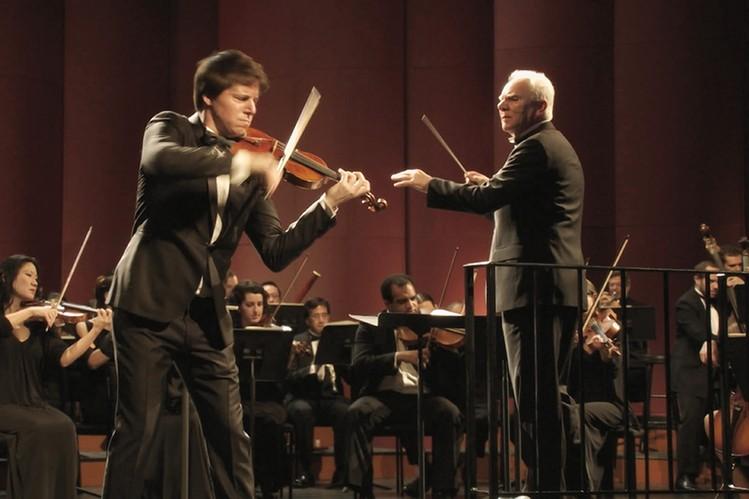 Mozart in the Jungle: Malcolm McDowell interpreta Thomas
