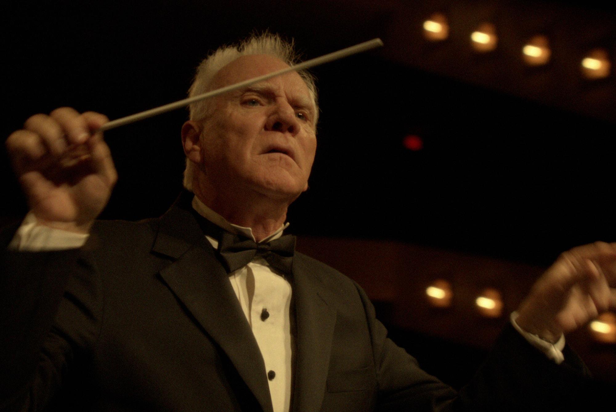 Mozart in the Jungle: Malcolm McDowell in versione direttore d'orchestra