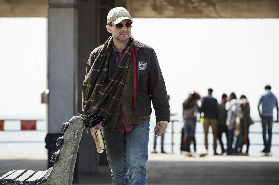 Mr. Robot: Christian Slater interpreta il misterioso Mr. Robot in ones-and-zer0es.mpeg