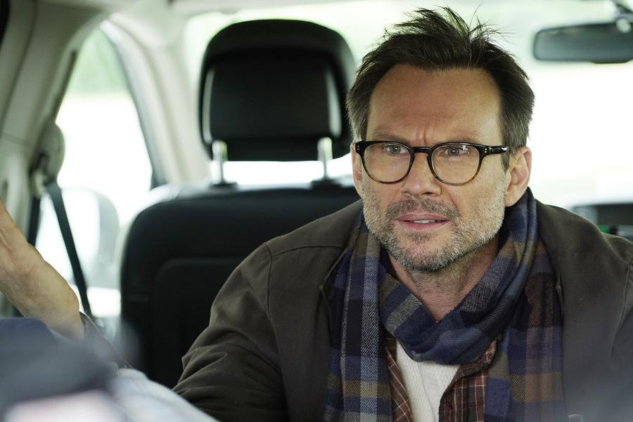Mr. Robot: l'attore Christian Slater in un momento dell'episodio intitolato 3xpl0its.wmv