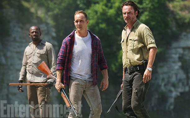 The Walking Dead: Ethan Embry e Andrew Lincoln in una scena della serie