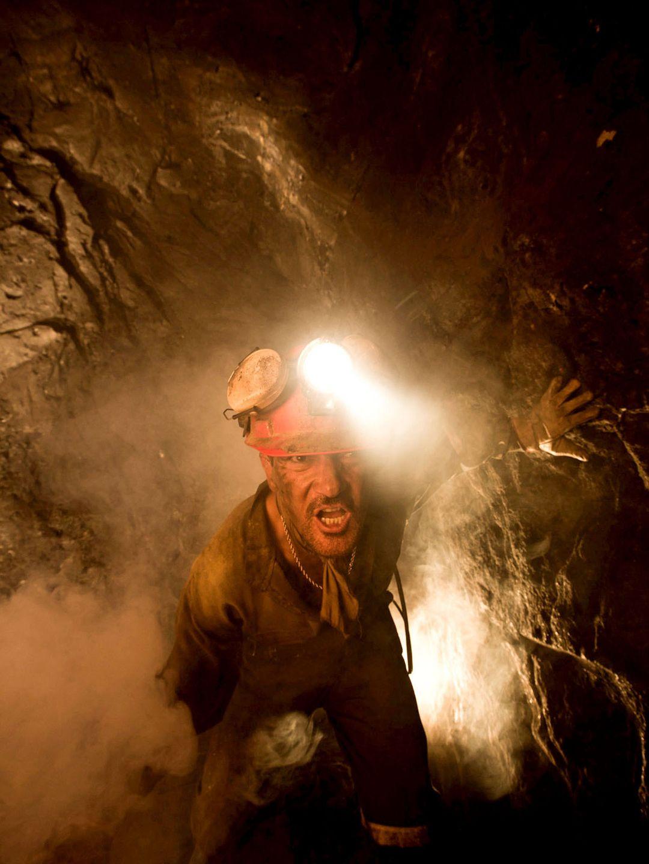 Los 33: Antonio Banderas in una galleria della miniera