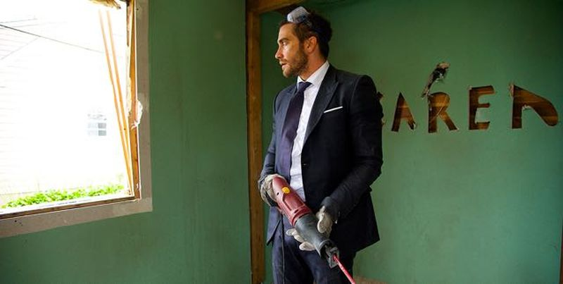 Demolition: Jake Gyllenhaal nella prima immagine del film con un trapano in mano
