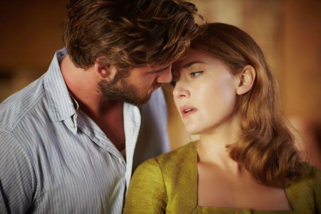 The Dressmaker: un momento intimo tra Kate Winslet e Liam Hemsworth