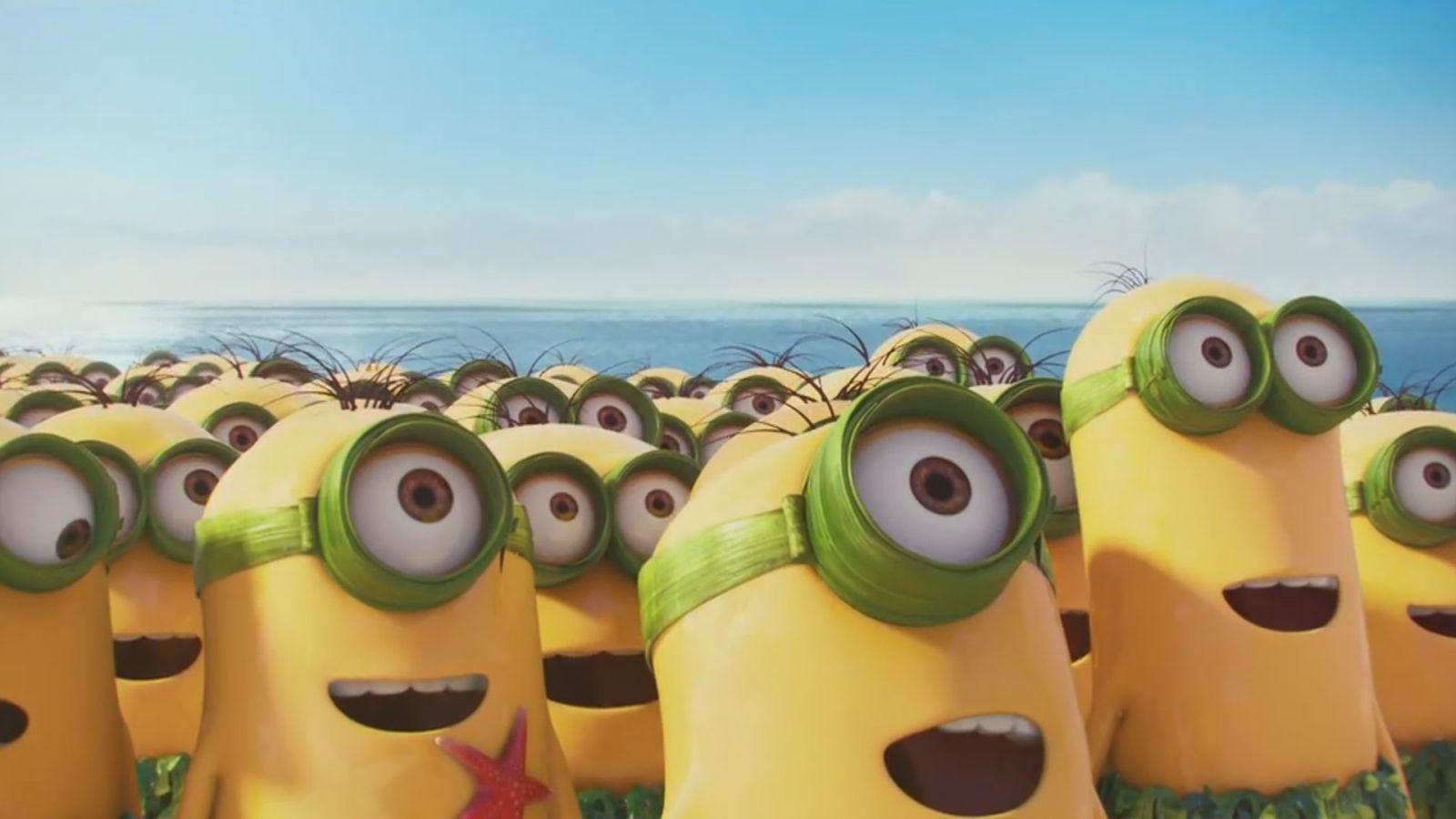 Minions: molti Minion stupiti in un'immagine del film d'animazione