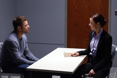 Secrets and Lies: Ben Crawford (Ryan Phillippe) interrogato dalla detective Andrea Cornell (Juliette Lewis)