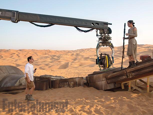 Star Wars: Episodio VII - Il Risveglio della Forza - J.J. Abrams e Daisy Ridley sul set