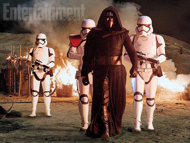 Star Wars: Episodio VII - Il Risveglio della Forza - Kylo Ren (Adam Driver) insieme agli stormtrooper
