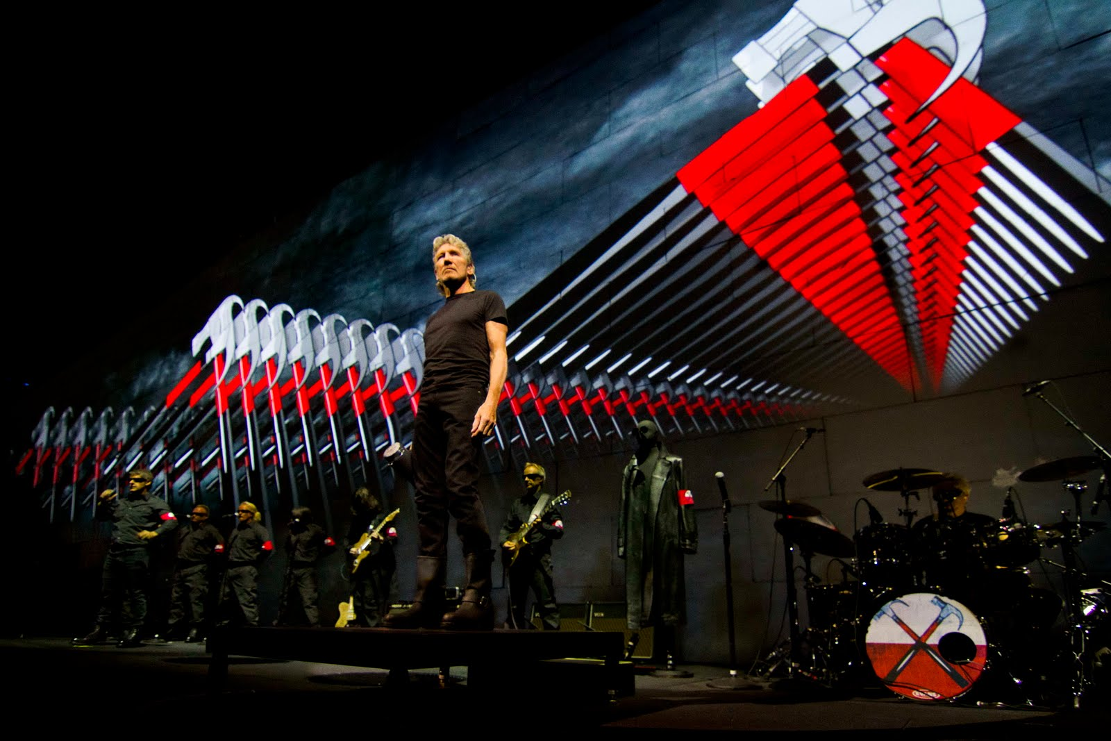 Roger Waters The Wall: l'ex leader dei Pink Floyd sul palco