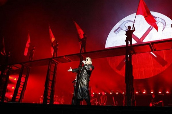 Roger Waters The Wall: Roger Waters si esibisce sul palco