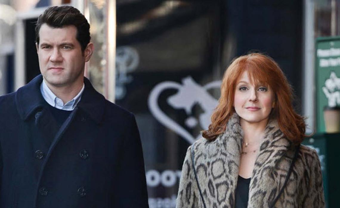 Difficult People: i due attori Billy Eichner e Julie Klausner in un'immagine tratta dalla prima stagione