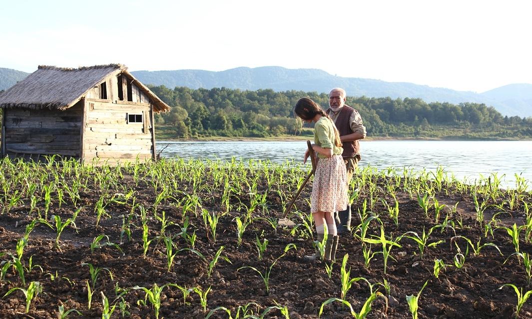 Corn Island: Ilyas Salman e Mariam Buturishvili in un fotogramma tratto dal film
