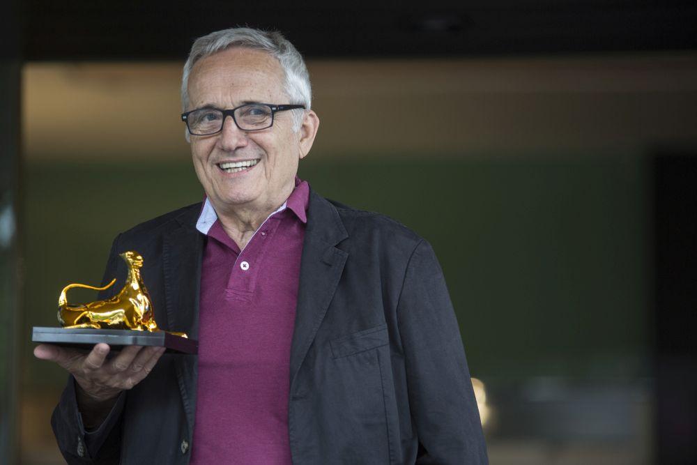 Marco Bellocchio stringe il Pardo d'oro alla carriera tributatogli dal festival di Locarno