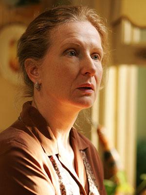 Six Feet Under: Frances Conroy interpreta Ruth Fisher