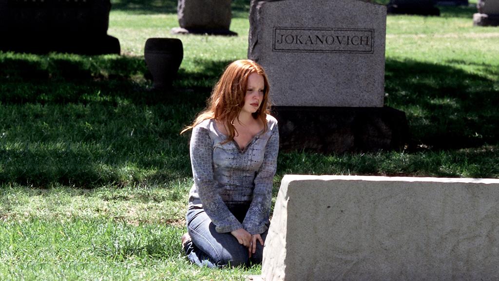 Six Feet Under: Lauren Ambrose in una foto tratta dall'episodio Una fine, un inizio