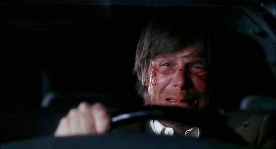Six Feet Under: Peter Krause in una scena del finale della terza stagione, intitolato Una fine, un inizio