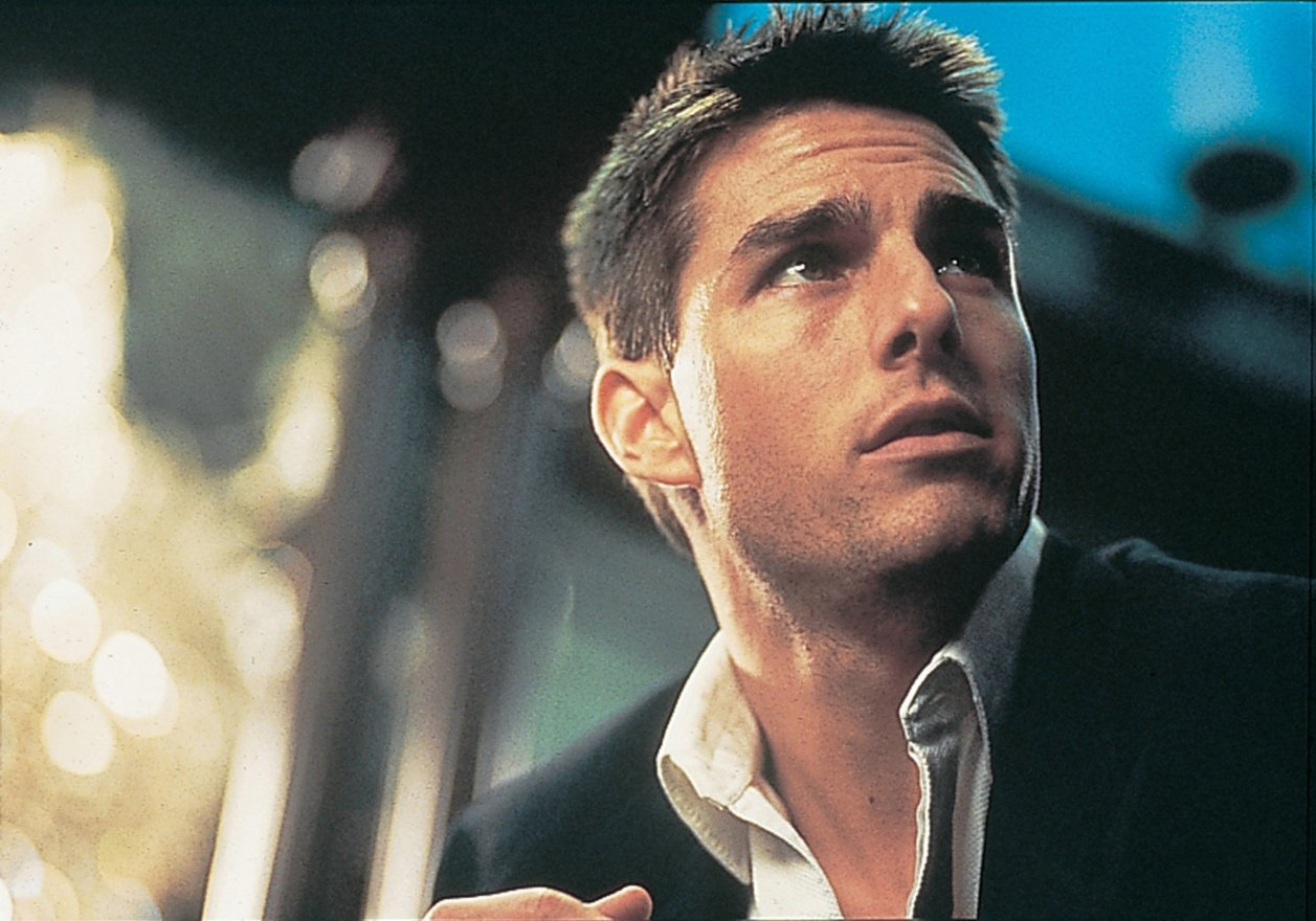 Tom Cruise in una scena di Mission: Impossible diretto da Brian De Palma