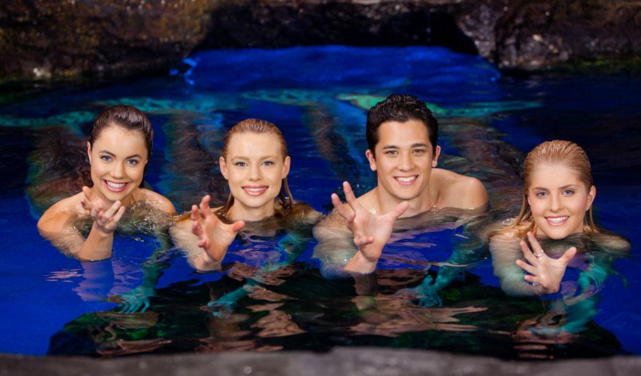 Mako Mermaids: il cast in una immagine promozionale