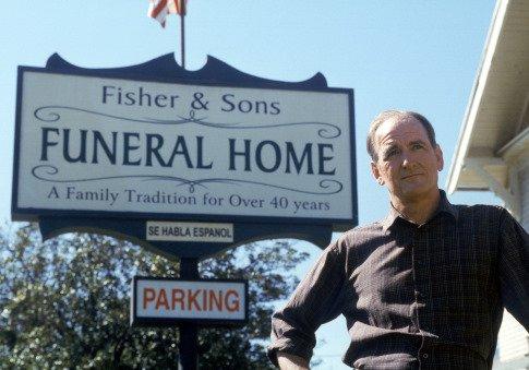 Six Feet Under: Richard Jenkins nella serie HBO