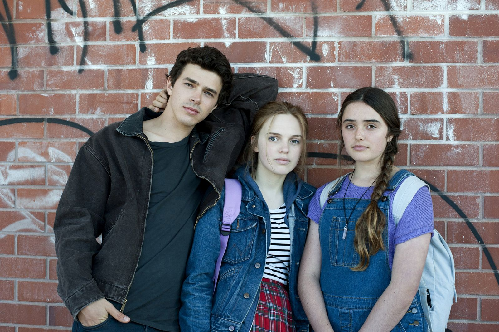 Looking for Grace: Harry Richardson, Odessa Young e Kenya Pearson in una foto promozionale del film