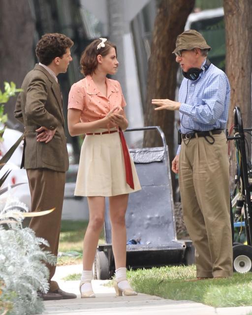 Kristen Stewart e Jesse Eisenberg ascoltano le indicazioni di Woody Allen prima del ciak