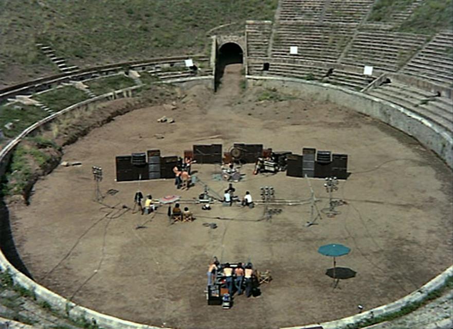 Pink Floyd: Live at Pompeii, una suggestiva immagine dall'alto tratta dal documentario musicale