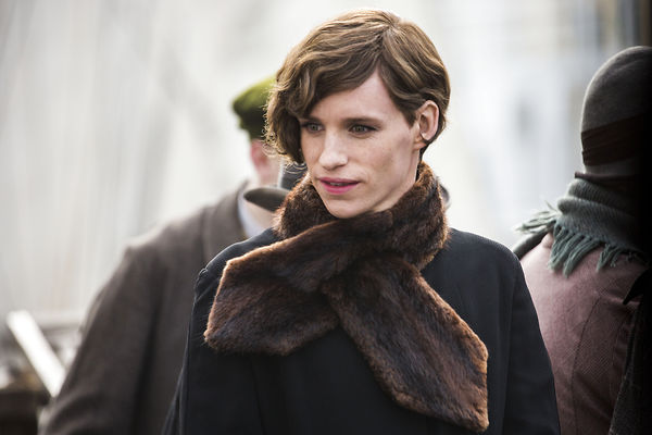 The Danish Girl: Eddie Redmayne in un fotogramma del film tratto dall'omonimo romanzo di David Ebershoff