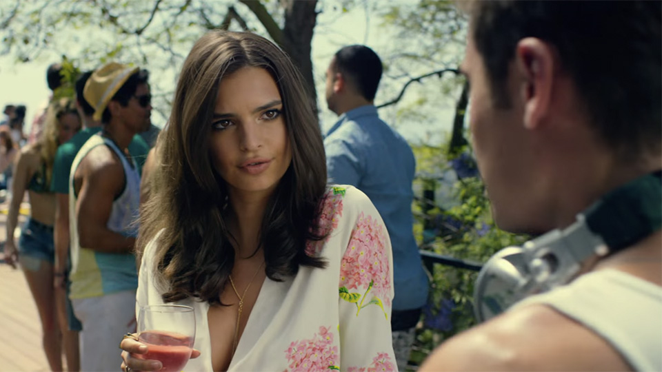 We Are Your Friends: Emily Ratajkowski e Zac Efron flirtano in un'immagine del film