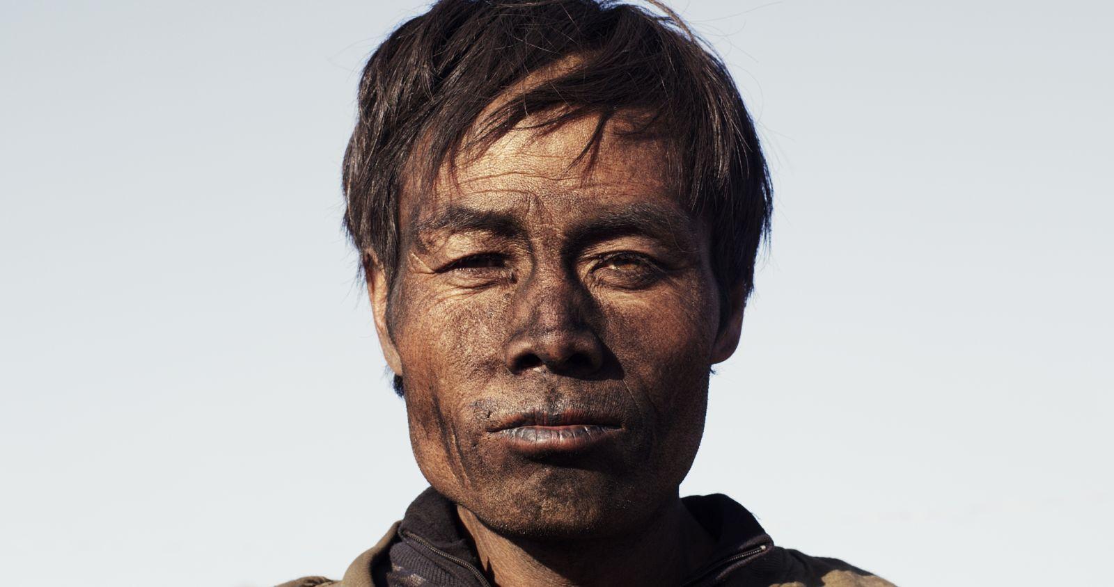 Behemoth: un intenso primo piano tratto dal documentario di Zhao Liang