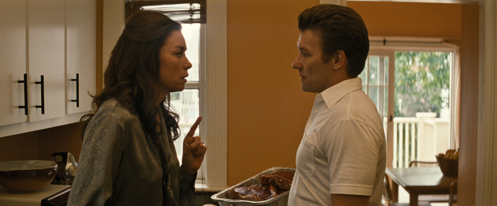 Black Mass - L'ultimo gangster: Joel Edgerton e Julianne Nicholson in un'immagine del film