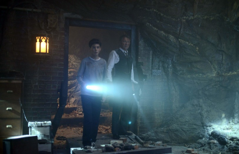 Gotham: David Mazouz e Sean Pertwee scoprono la Batcaverna
